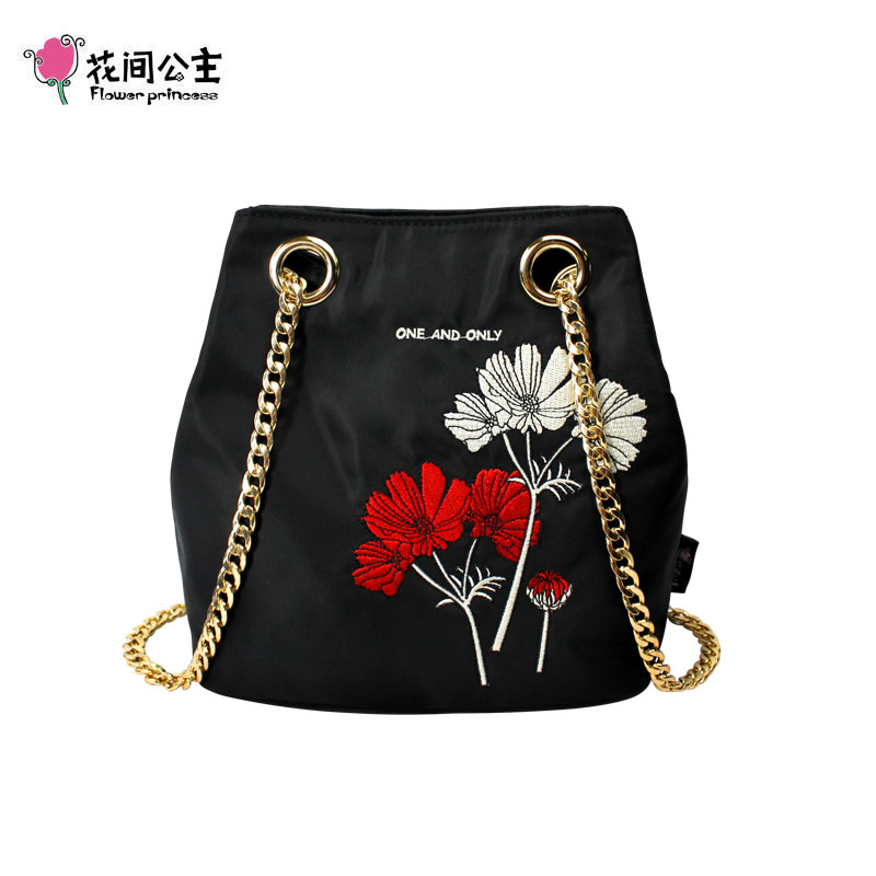 Bagaj ve Çantalar'ten Omuz Çantaları'de Çiçek Prenses Lüks Zincir Kadın Çanta Omuz Crossbody Çantaları Genç Kızlar Kova Çanta Naylon askılı çanta Bayan El Çantası'da  Grup 1