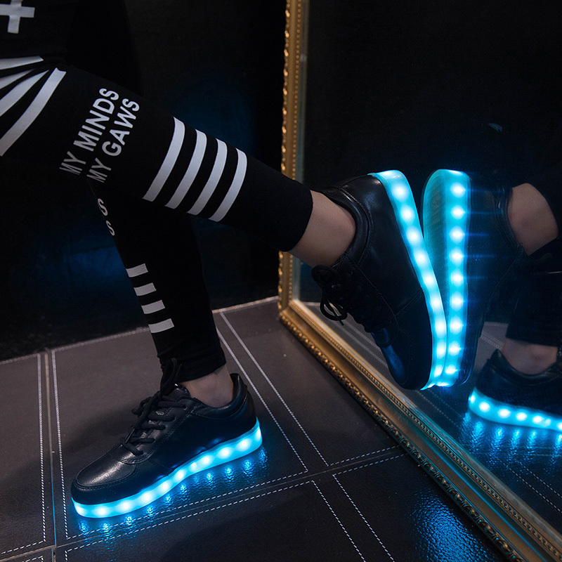 7 couleurs LED lumineux chaussures sneakers hommes et femmes