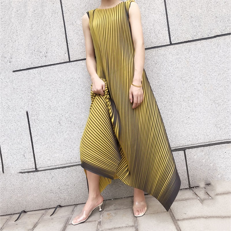LANMREM 2020 New Summer Round Neck Sleeveless Pleated A-line Pullover Long Dress Female Vestido WH24407 Free Size