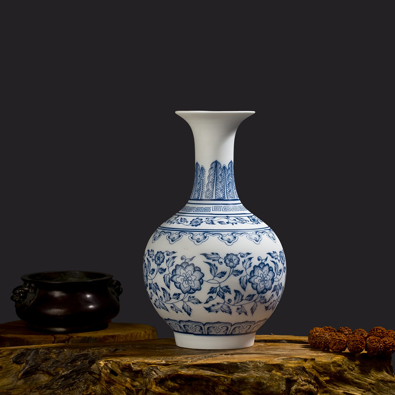 Blue and white porcelain vases interlocking lotus design for Decorating with blue and white pottery