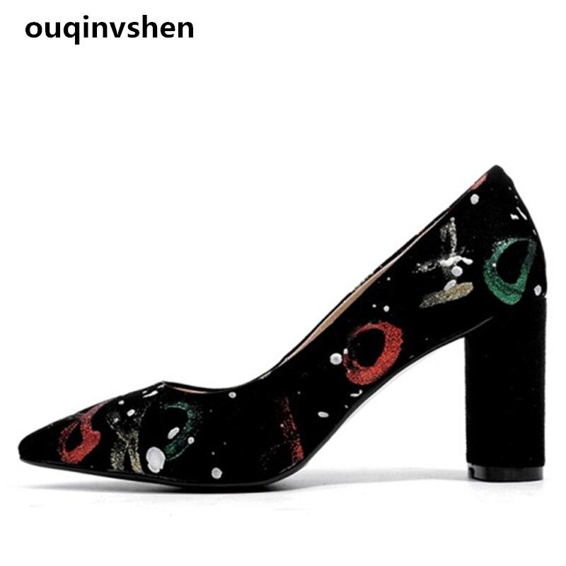 Ouqinvshen черный характер женщины высокие каблуки острым носом мелкая мода грубо с женщин насосы малыш замши сексуальные женщины обувь 8 см