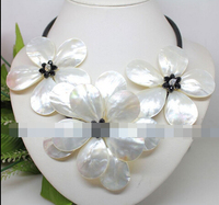 Free shipping Exquisite hand weave white mother of pearl shell flower necklace fashion jewelry