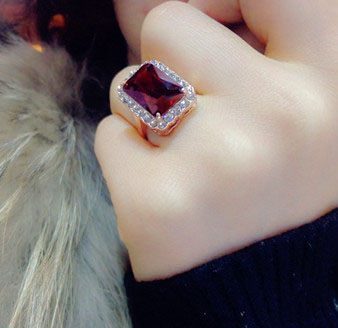 Brilliant Amazing Square Red Stone Ring Red Cubic Zirconia Ring Rose Gold Color Cocktail Ring Women Jewelry