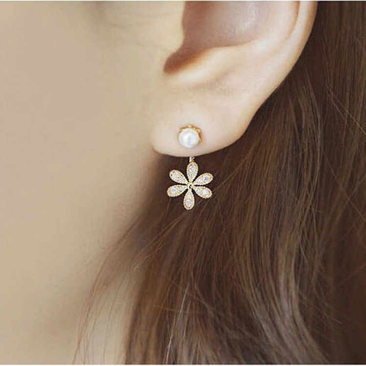 South Korean new jewelry small fragrance pearl crystal five-leaf flower stud earrings female earrings for lady