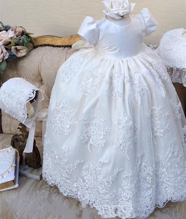 цена  2017 White Ivory Baby Girl Long Christening Dress Beaded Lace Baptism Gown With Bonnet  онлайн в 2017 году