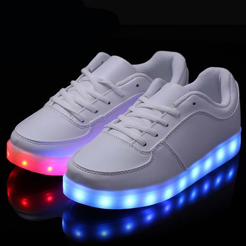 2b2b0b1756 Tamaño 35 46 invierno caliente 8 Color LED luminoso zapatos hombres mujeres  Unisex moda Casual iluminadas resplandeciente luz para arriba los zapatos  para ...
