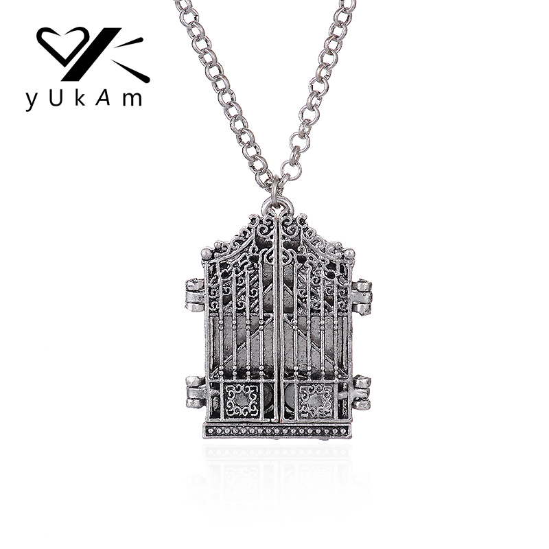 8fce42723eb9cb Detail Feedback Questions about YUKAM Retro Delicate Photo Frame Memory  Necklaces Vintage Door Locket Pendants Necklaces Punk Style Silver Jewelry  for Women ...