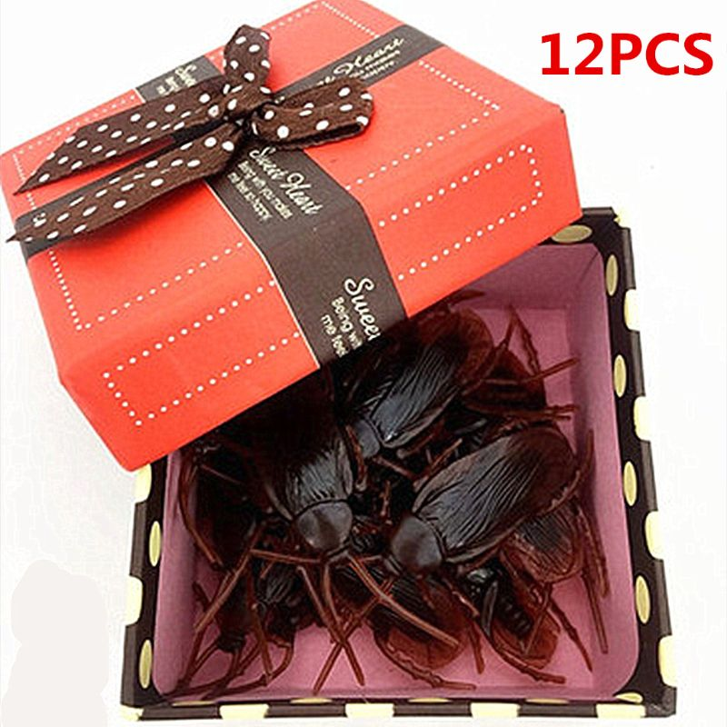12Pcs Lifelike Cockroaches Toy Halloween Gadget Gags Practical Jokes Toys Plastic Bugs
