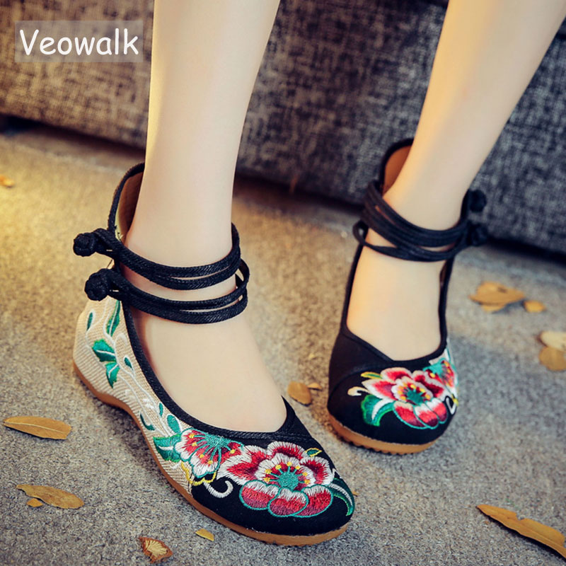 Veowalk Chinese Fashion Women's Shoes Old Peking Mary Jane Denim Flats Flower Embroidery Soft Sole Casual Shoes Plus Size 34-41 mix style women s shoes old peking mary jane flat heel denim flats with embroidery soft sole casual shoes size 34 41