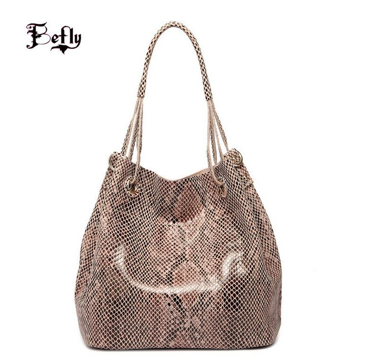 The new Individual Fashion Snake Designer Big Capacity Ladies Bags New Tassel Embossed PU Leather Cross