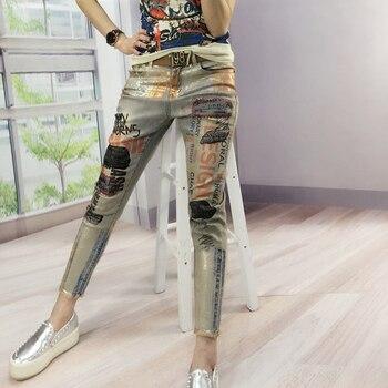 Европейский станция печати Bronzing стрейч ноги девять деним с принтом букв модные тенденции элегантный уличный леди джинсы для женщин