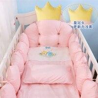 100% хлопок постельное белье комплект, корона дизайн детские кроватки Постельное белье, детские Постельное белье включает бамперы + подушка +