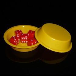 Super voando dados (amarelo) truques de magia comédia close-up magia super voando dados desaparecendo magie gimmick adereços brinquedos para crianças