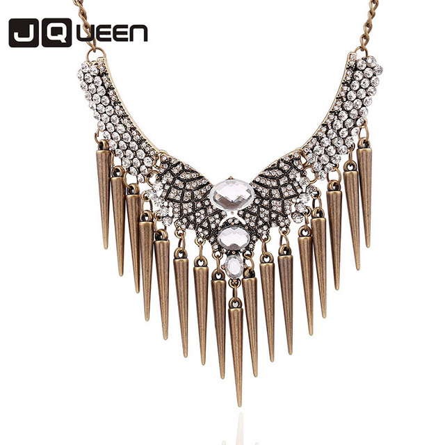 2018 Exaggerated Rivets Tassel Necklace Short Rhinestone Clavicle Chain  Necklace Statement Necklaces for Women c77c91d064f3