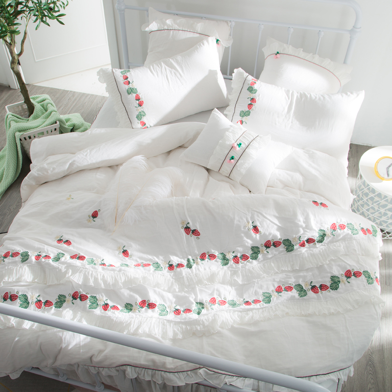 Charmant Hot Sale 100% Egyptian Cotton Luxury Bedding Set Designer Bedding Sets Bed  Sheet Red Strawberry Embroidery Duvet Cover Bedcloth In Bedding Sets From  Home ...