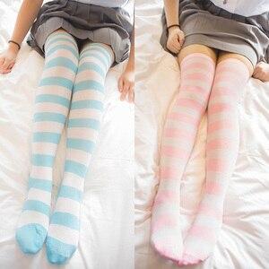 Image 1 - อะนิเมะสีฟ้าสีขาว/สีชมพูสีขาวกว้างStripesถุงเท้าเข่าน่ารักขนาดL/XLขายส่ง4คู่/ล็อต