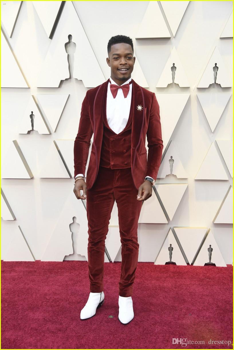 2019 Dernière Manteau Pantalon Designs Rouge Velours De Bal costumes hommes Marié Veste tapis rouge De Mariage Smoking Costume (Veste + Gilet + pantalon + Bowtie)
