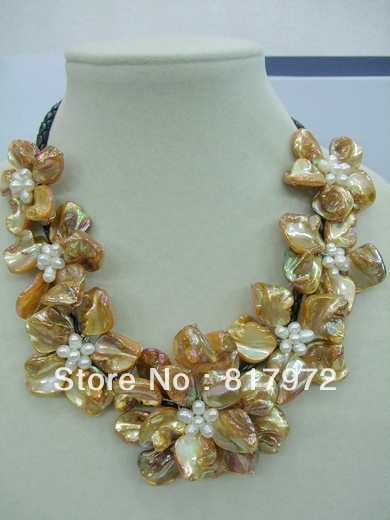 Glamour Woman Handmade shell slice pearl Knit Yellow Beautiful Flower Bib V-neck Chain Necklace Chunky Hide Rope Gift