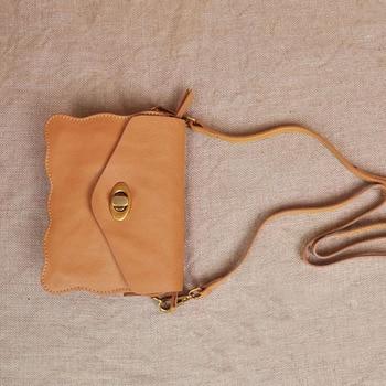 AETOO New Mini Female Bag Head Layer Cute Little Messenger Bag Sweet Lady Wave Edge Leather Phone Bag