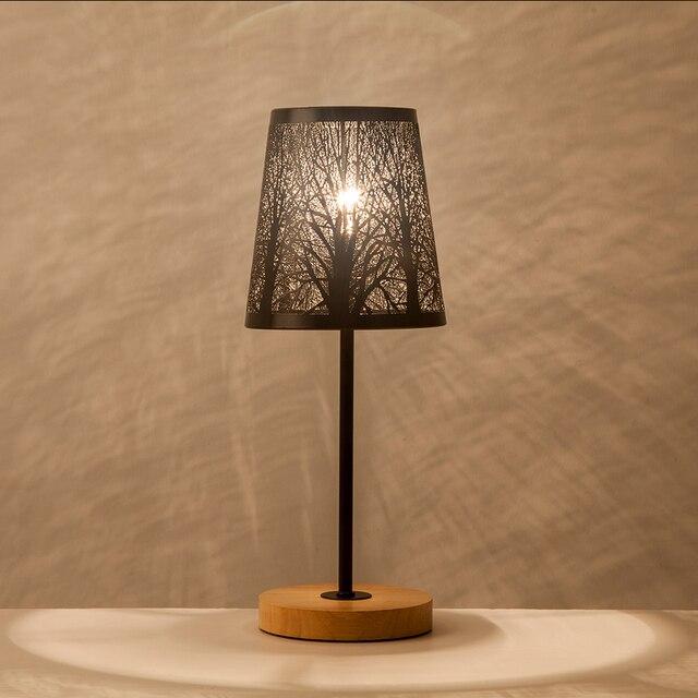 OYGROUP Moderne Kleine Nacht Lampe mit Holz Basis Schwarz Metall Stick und Hohl Lampenschirm E14 Tisch Lampe Raum Dekoration KEINE BIRNE