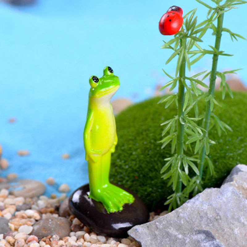 ZOCDOU Common Pond Frog Small Statue Monster Doll Toy Figurine Garden Home Car Desk Crafts Miniatures Decor Ornament Decoration