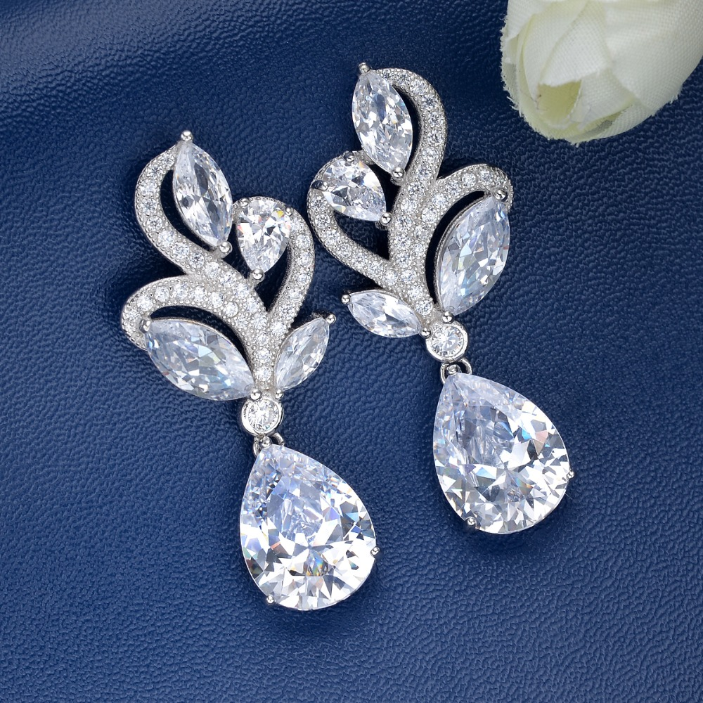Bella Fashion Gorgeous 925 Sterling Silver Teardrop Bridal Earrings Clear Cubic Zircon Wedding Earrings For Women Party Jewelry pair of gorgeous rhinestoned floral jewelry earrings for women