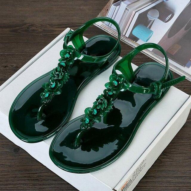 Новые женские сандалии; летние женские сандалии на плоской подошве с открытым носком; прозрачная обувь с украшением в виде цветов; нескользящие шлепанцы; Вьетнамки; Праздничная пляжная обувь