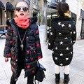 Niños abrigo de invierno 2017 niños star niñas ropa nueva capa caliente con capa de la chaqueta de algodón acolchado
