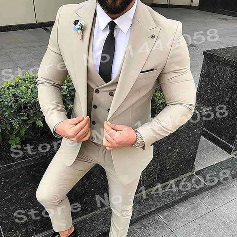 エレガントなデザイン 2018 カジュアルビジネスベージュメンズスーツ 3 ピースフォーマルなドレス、男性のスーツセット男性の結婚式のスーツ男性新郎タキシード