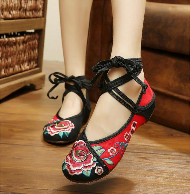New Arrival Dancing Shoes Old Peking Women's Shoes Chinese Traditional Flat Heel with Flowers Embroidery Comfortable Soft Shoes
