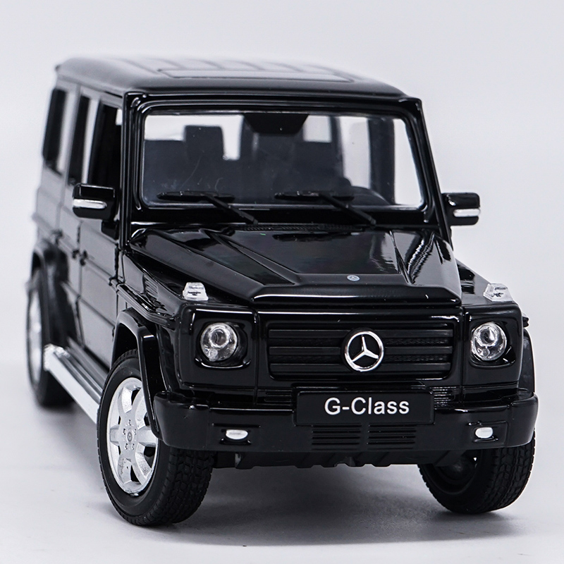 Die-cast Metal Vehicles 1:24 Car Models Coche mkd3 Scale Simulation Auto Toys for Children Sports Car Benz G-Class G500 SUV
