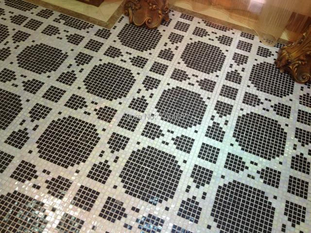 In bianco e nero mosaico di vetro parquet pavimenti rivestimenti wc