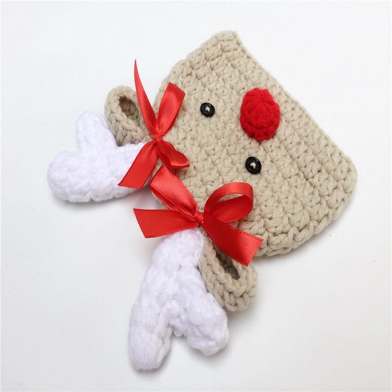 Muchacha linda del bebé tejer sombreros niño recién nacido Punto de ...
