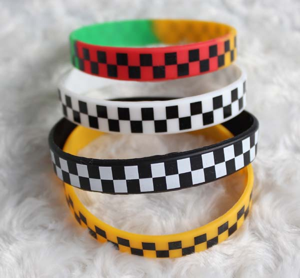 Bangles Obliging New Arrival 50pcs/lot New Sport Wristbands Silicone Bracelets Man Women Jewelry Gift Fashion Mix Color 1.2cm Free Shipping #373