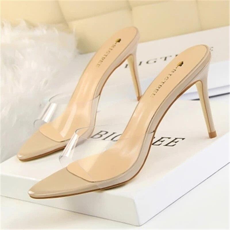 Голые ноги перспектива Модные простые и прозрачный с Обувь на высоком каблуке и обувь с острым носком. oes ...