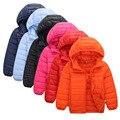 2017 niñas de invierno los niños de ultra ligero duck down jacket niños blue orange negros rojos pequeños niños cremallera con capucha parkas coat FE325