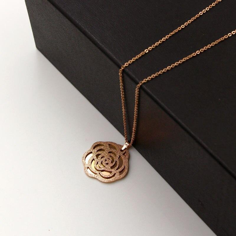 e1ded57fb754 Cheap Moda marca Acero inoxidable Color oro rosa amor hueco Camelia flor colgante  collar suéter cadena