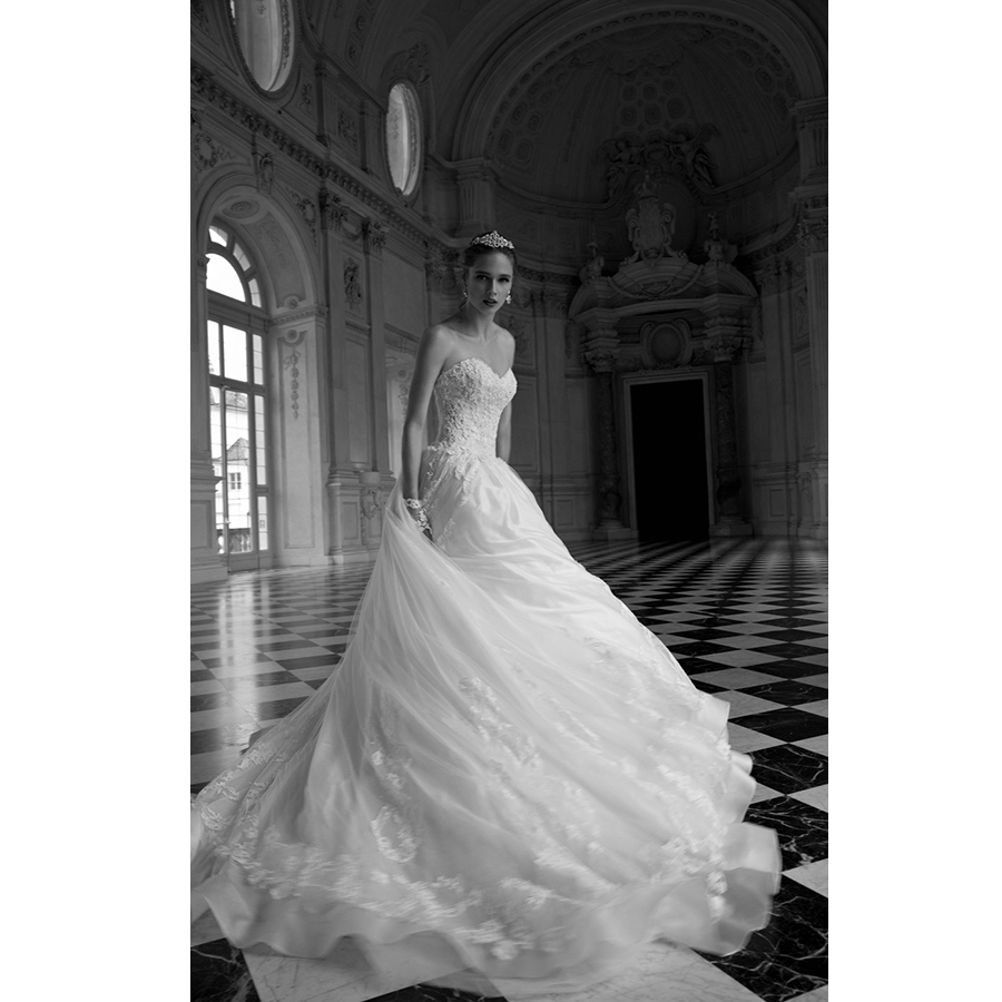 Haute Couture Wedding Gown: HUIFANY Luxury Sweep Train Sleeveless White Haute Couture