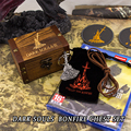 Fun Dark Souls 3 Fogueira Conjunto Peito Anime de Metal Moda Pingente Chaveiro Chave Anéis De Natal Jogo Do Presente Com Madeira caixa