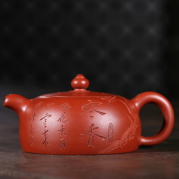 worker of Yixing Purple Sand Teapot, is a handmade gift for tea pots and teapots made of cold fragrant purple sand.