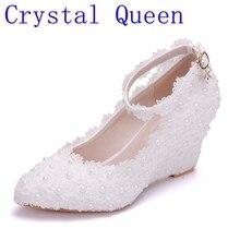 Crystal Queen kwiat biały buty ślubne koronkowe perły wysokie obcasy słodka suknia dla panny młodej buty frezowanie kliny buty 8cm kobiety pompy
