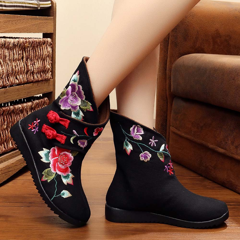New Design Cloth Boot Women Chinese Embroidered Flower Shoes Elegant Canvas Boots Comfortable Winter Boots Ankle Bota Mujer 2017