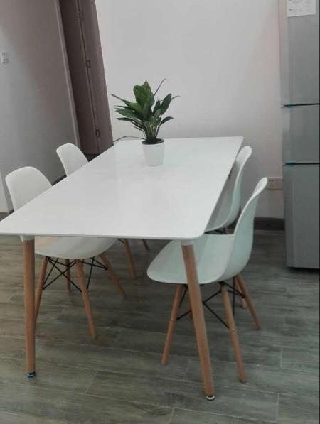 Compleet Eettafel Met Stoelen.Plastic Stoelen Goedkoop