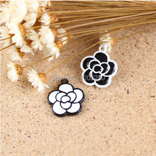 New Arrived Alloy Drop Oil Rose Flowers Shape Jewelry Decoration Charms 50pcs/lot Mix Simple Black&white Metal Floating Locket