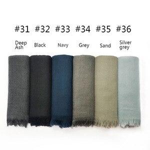 Image 5 - 特大無地女性スカーフファッション固体ビスコース綿タッセルカラーロングスカーフイスラム教徒基本ヒジャーブヘッドスカーフ 10 個高速配送