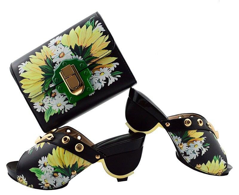 Горячая Распродажа штанге каблук Паттен черный с цветочным принтом туфли-лодочки и клатчем комплект GF01 Высота каблука 7.5 см