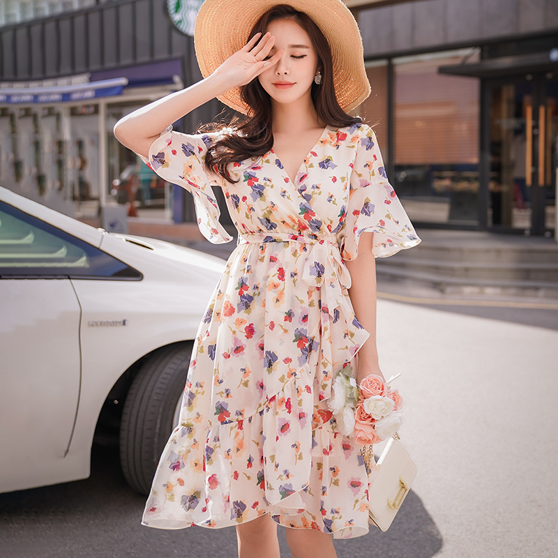 Dabuwawa Summer Print Midi Dress V Neck Boho Holiday Beach Dress Women Floral Ruffles Swing Dresses