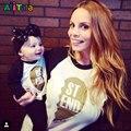 Família Roupas Combinando T-shirt Mãe e Filha Filho Crianças Top Roupas t Família Olhe manga comprida camiseta Carta Mãe & crianças