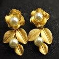 2016 Moda vintage barroco flor de metal de oro deja pendientes de perlas para las mujeres dulces frescas pendiente grande runway Señoras de la joyería