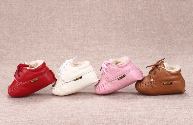 The newborn baby 0-1 years old baby winter leather soft bottom shoes